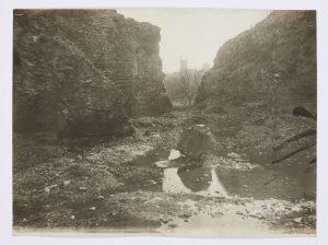 F.T., Les rochers de la Manine à Morestel, s.d. vers 1875. Épreuve sur papier albuminé, 30x40cm, Coll. part.