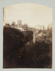 F.T., chemin de St Hippolyte à Cremieu, s.d. vers 1875. Épreuve sur papier albuminé, 24x18cm. Coll. part.