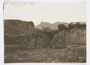 F.T., ou François François-Auguste Ravier,  Vers Morestel,  s.d. vers 1880. Épreuve sur  papier albuminé,  8x11 cm. Coll. part.
