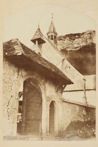 F.T., Crémieu, porche en contre plongée,  s.d. vers 1874-1888.  Épreuve sur  papier albuminé,  40x30 cm.  Coll. part.