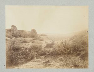 F.T., Vue des rochers blancs vers Roche, s.d. vers 1874-1888.   Épreuve sur  papier albuminé,  25x35 cm. Coll. part.