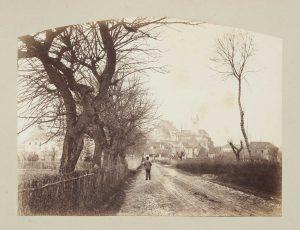 F.T., Arrivée à Morestel,  s.d. vers 1875.   Épreuve sur  papier albuminé,  20x26 cm. Coll. part.
