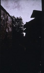 FAR. Rue de Crémieu, négatif papier vertical, 24,5x13,4cm, col. part